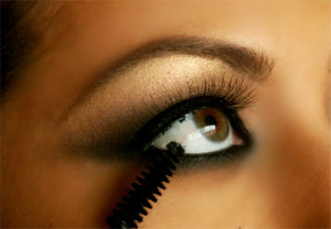 Make-Up-Tips-smokey-eyes-Applying-Mascara