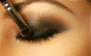Make-Up-Tips-smokey-eyes-Blend-The-Layers