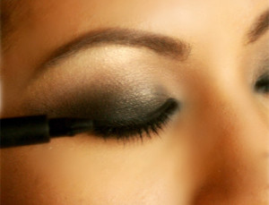 Make-Up-Tips-smokey-eyes-Use-The-Eye-Liner