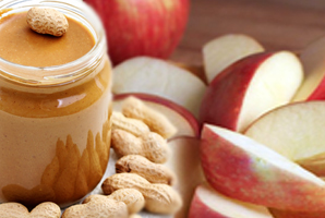 Snacks-You-Can-Munch-On-While-Eating-Healthy-Apple-Peanut-Butter