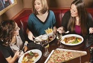 Stick-To-Your-Diet-When-Eating-With-Friends