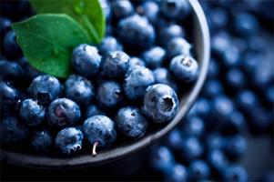 Adding-Superfood-To-Healthy-Diet-blueberry