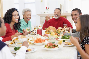 Ways-To-Stay-On-A-Diet-While-On-Holiday-Enjoy-people-not-food