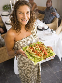 Ways-To-Stay-On-A-Diet-While-On-Holiday-bring-healthy-food