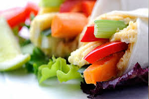 Ways-To-Stay-On-A-Diet-While-On-Holiday-eat-healthy-snack-before