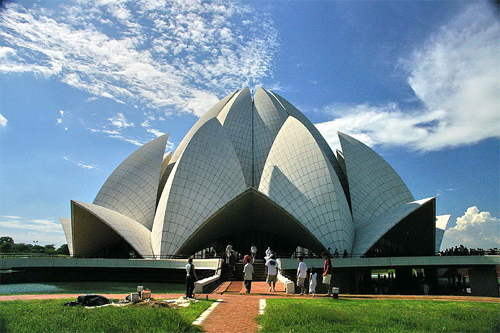 Worlds-Weirdest-Buildings-lotus-temple