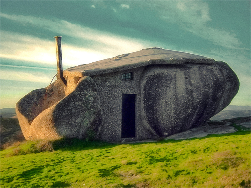 Worlds-Weirdest-Buildings-stone-house-portugal