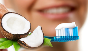 Homemade-Beauty-Products-Based-on-Coconut-Oil-toothpaste