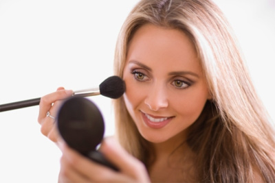 How-to-Make-Homemade-Blush-and-Bronzer-apply-at-face