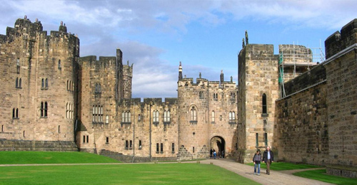 Movie-Locations-You-Can-Visit-In-Real-Life-Alnwick-England