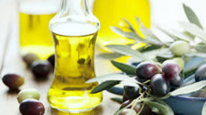 Skin-Care-In-Winter-Use-Olive-Oil