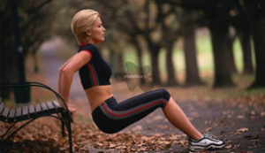 Workout-In-Your-Local-Park-triceps-dips