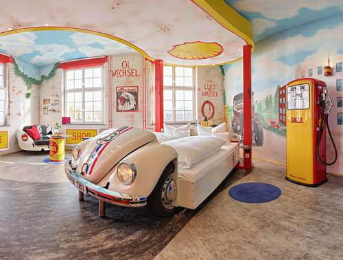 World's-Most-Unusual-Hotels-V8-Hotel-Boblingen