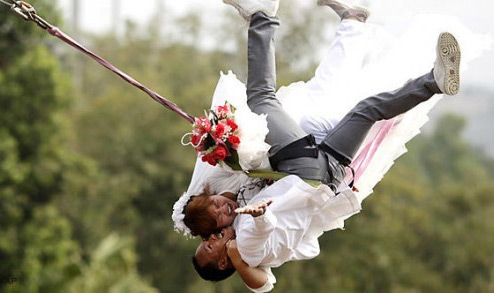 Craziest-Places-People-Have-Got-Married-Bungee-Jump