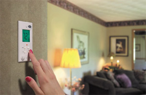 Easy-Ways-You-Can-Stop-Wasting-Energy-&-Save-A-Few-Bucks-thermostat