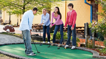 Great-Family-Entertainment-crazy-mini-golf