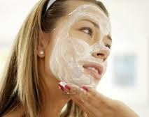 Pore-Cleansing-Facial-Mask-applying